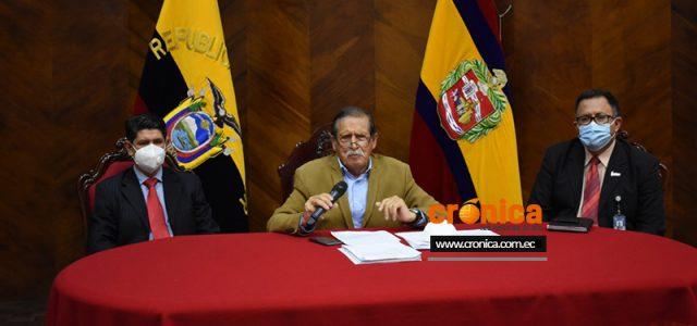 A través de una rueda de prensa, el alcalde de Loja, Jorge Bailón Abad, cuestionó a ciertos concejales de pretender buscar protagonismo político por el caso de las mascarillas. Además, […]